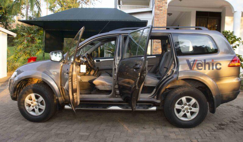 Mitsubishi Pajero 2011 full